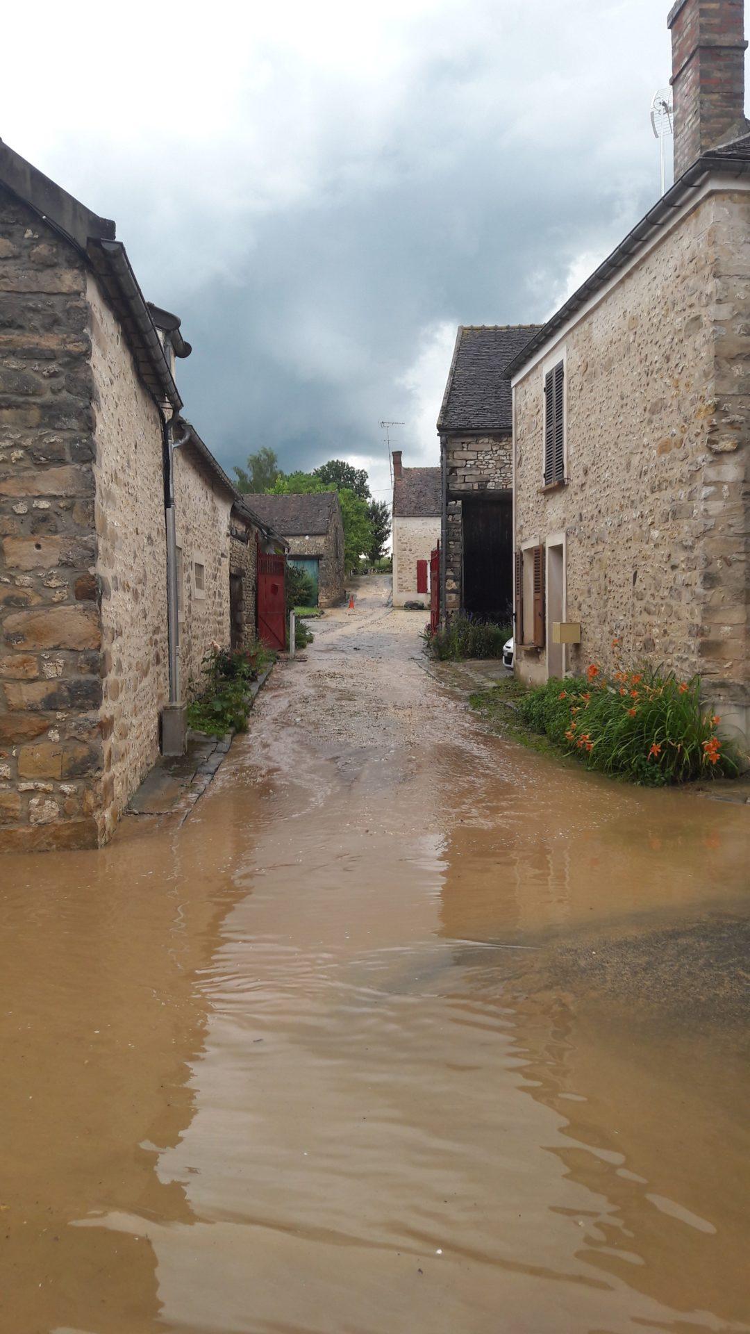 Les origines des inondations dans les bassins versants de l'École et de la Mare-aux-Évées